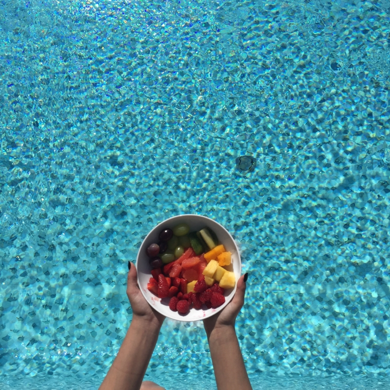Fruchtschale vor Meer