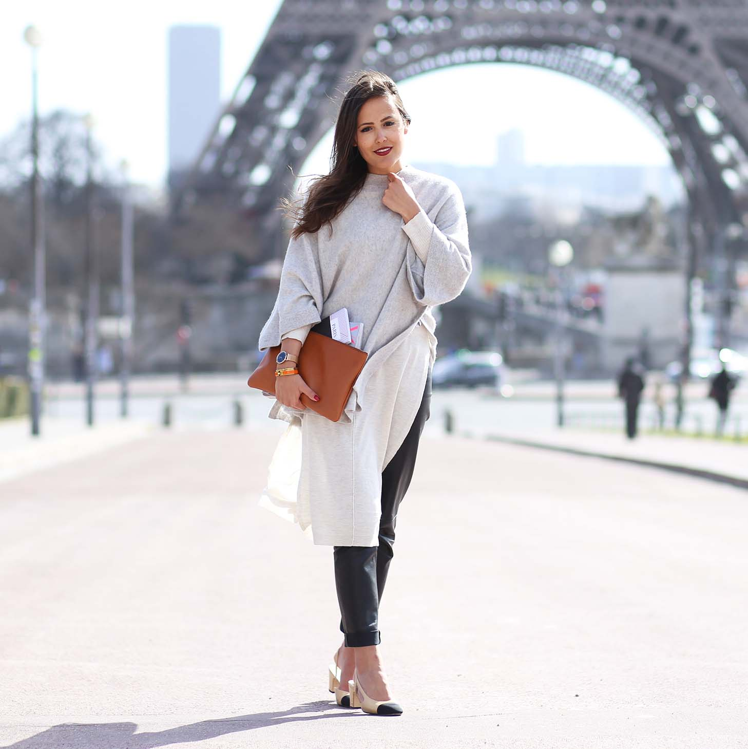 PARIS STREETSTYLE – FRENCH VOGUE AND EIFFELTOWER VIEW