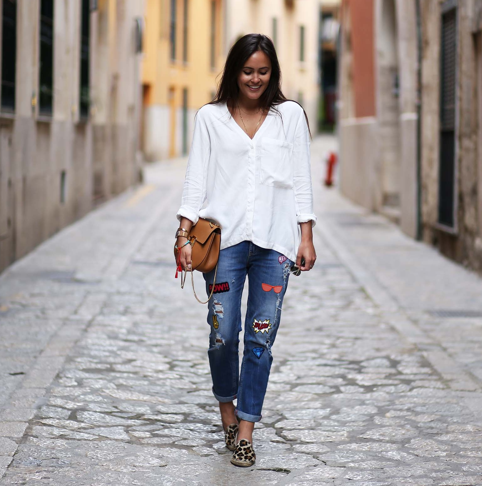 MALLORCA STREETSTYLE | JEANS AND WHITE SHIRT