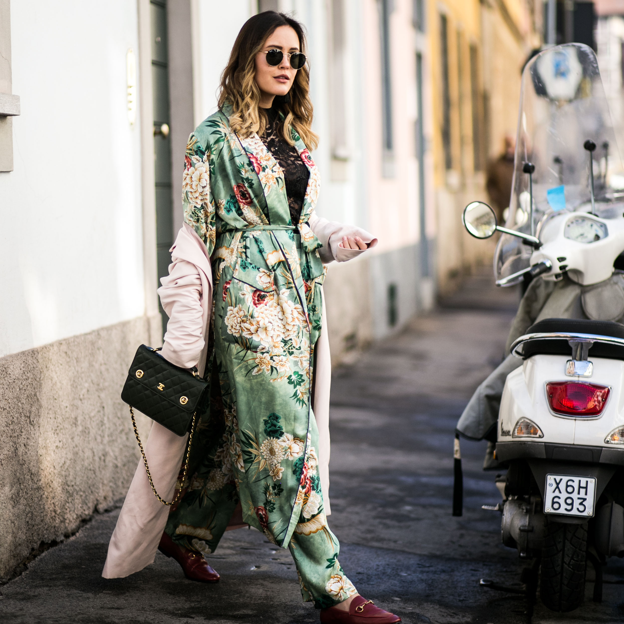 Kimono, Blumenprint, Ray Ban, Chanel, Street Style