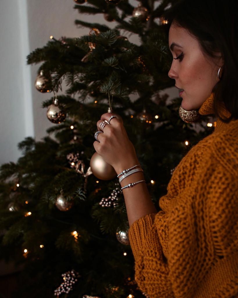 die perfekte weihnachtsbaum deko f r jeden geschmack. Black Bedroom Furniture Sets. Home Design Ideas