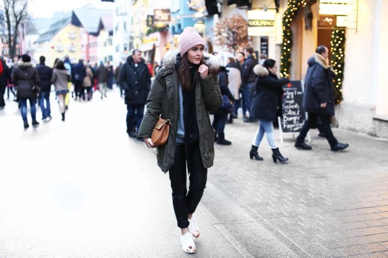 Weihnachtsmarkt, Beanie, Tasche, Sneaker