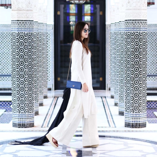 weißes Outfit inm Marrakech
