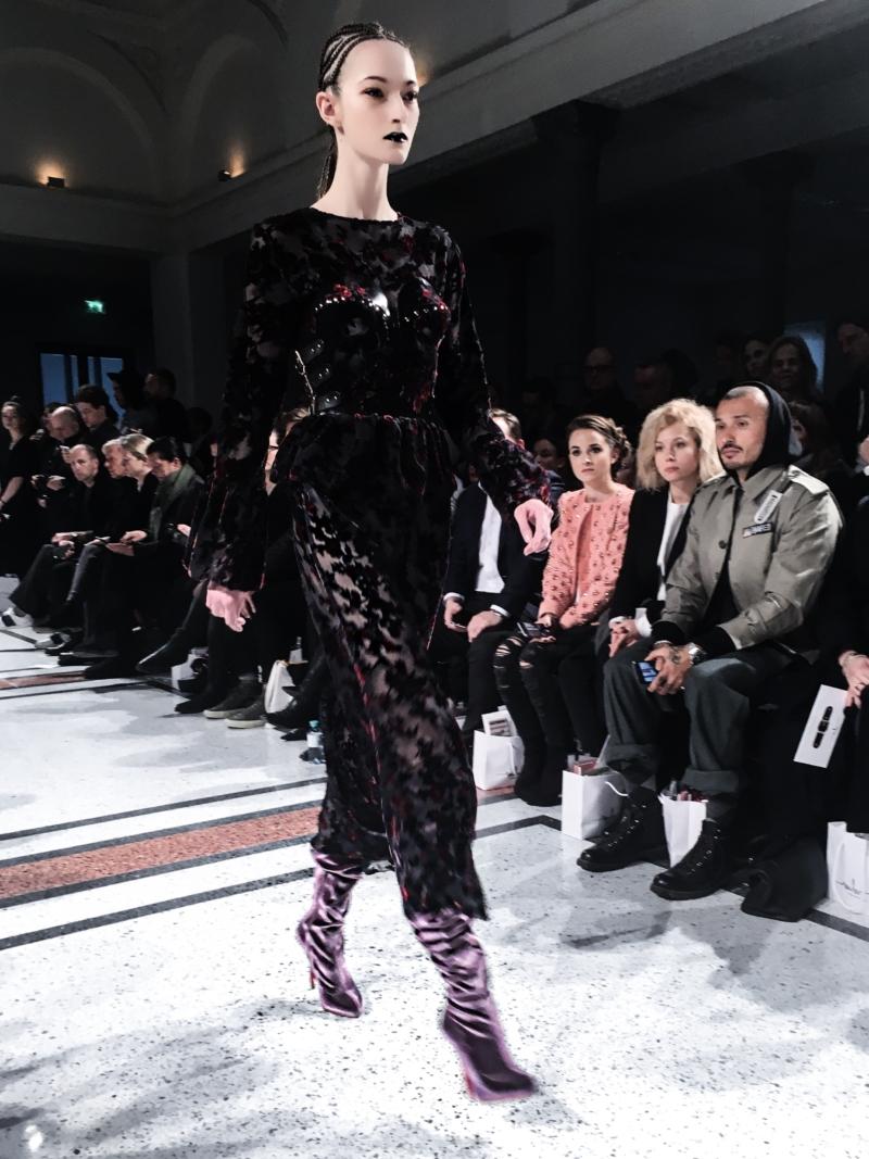 Fashion Walk 5 - schwarze Spitze